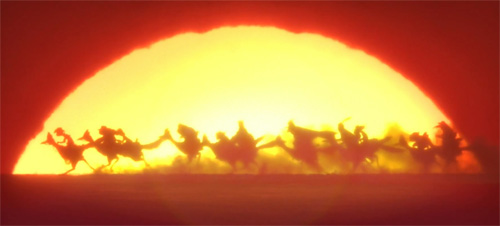 Бег на фоне огромного закатного солнца. Ранго