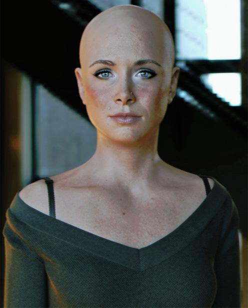 Лысая 3D женщина
