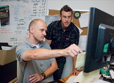 Девять - процесс создания. Девид Бас (слева) и режиссер Шейн Экер